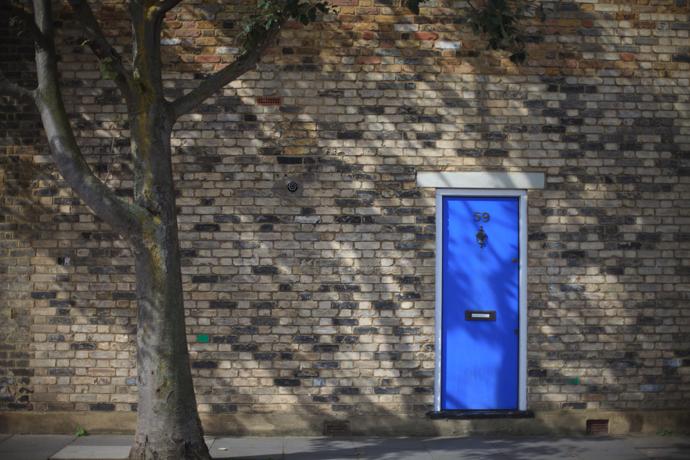 the blue door around the corner, fulham - photo by leonie wise